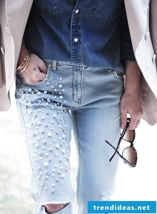Stylish, fashionable, elegant - give the old pair of airy summer pants a fancy look