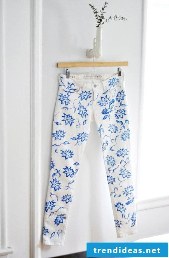 Spice up summer trousers with color markings
