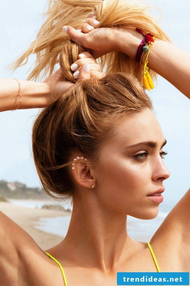 Sun and beach looks hairstyles and make-up