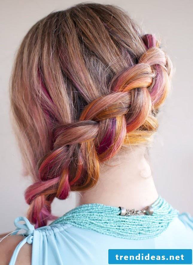 Color, sun and beach in the hair