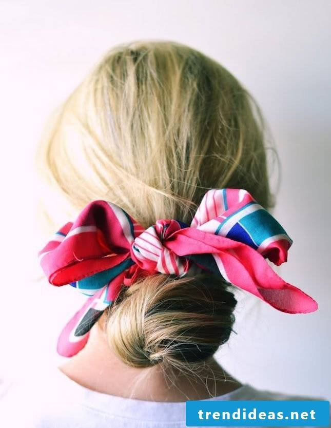 Ideas for beach hairstyles and make-up tips for the beach