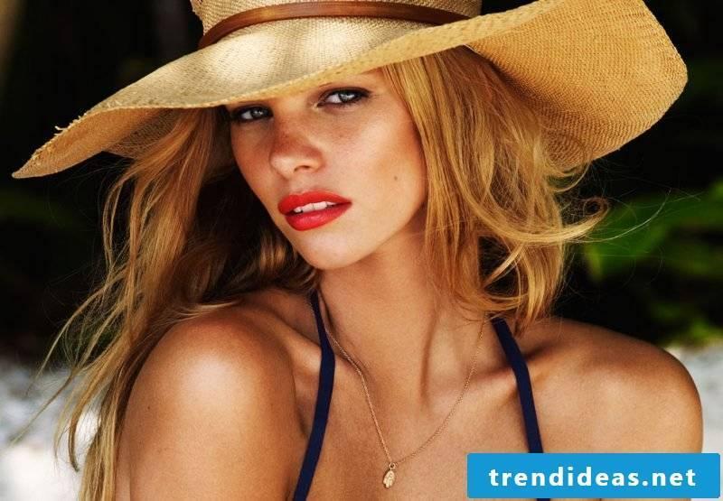 Sun and beach summer make-up