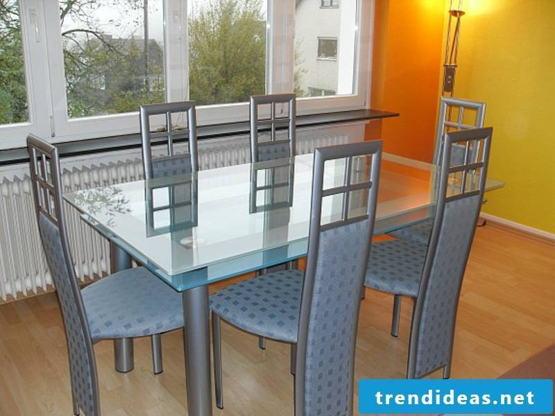 a tasteful kitchen table for 6 persons