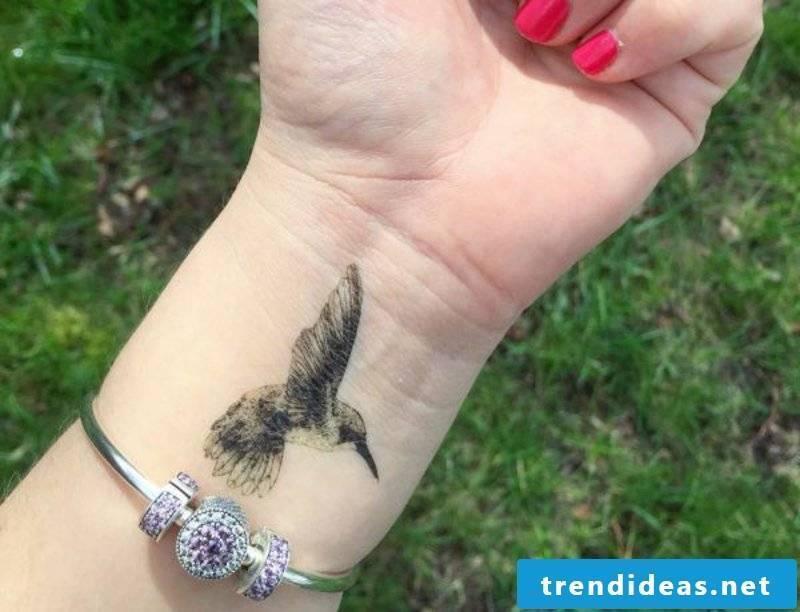 tattoo Hummingbird tattoomotive.net_kolibri-tattoos-and-the-same meanings-21