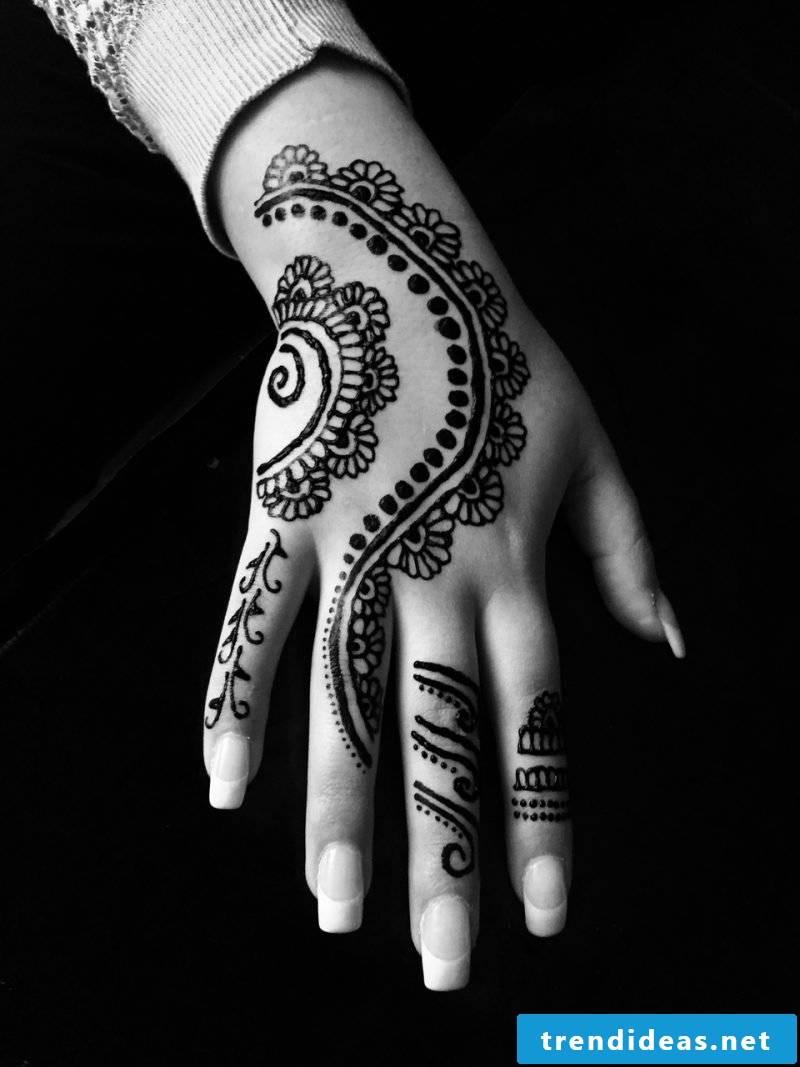 tattoo ideas women hand 3d tattoo motifs women tattoo tattoos women black