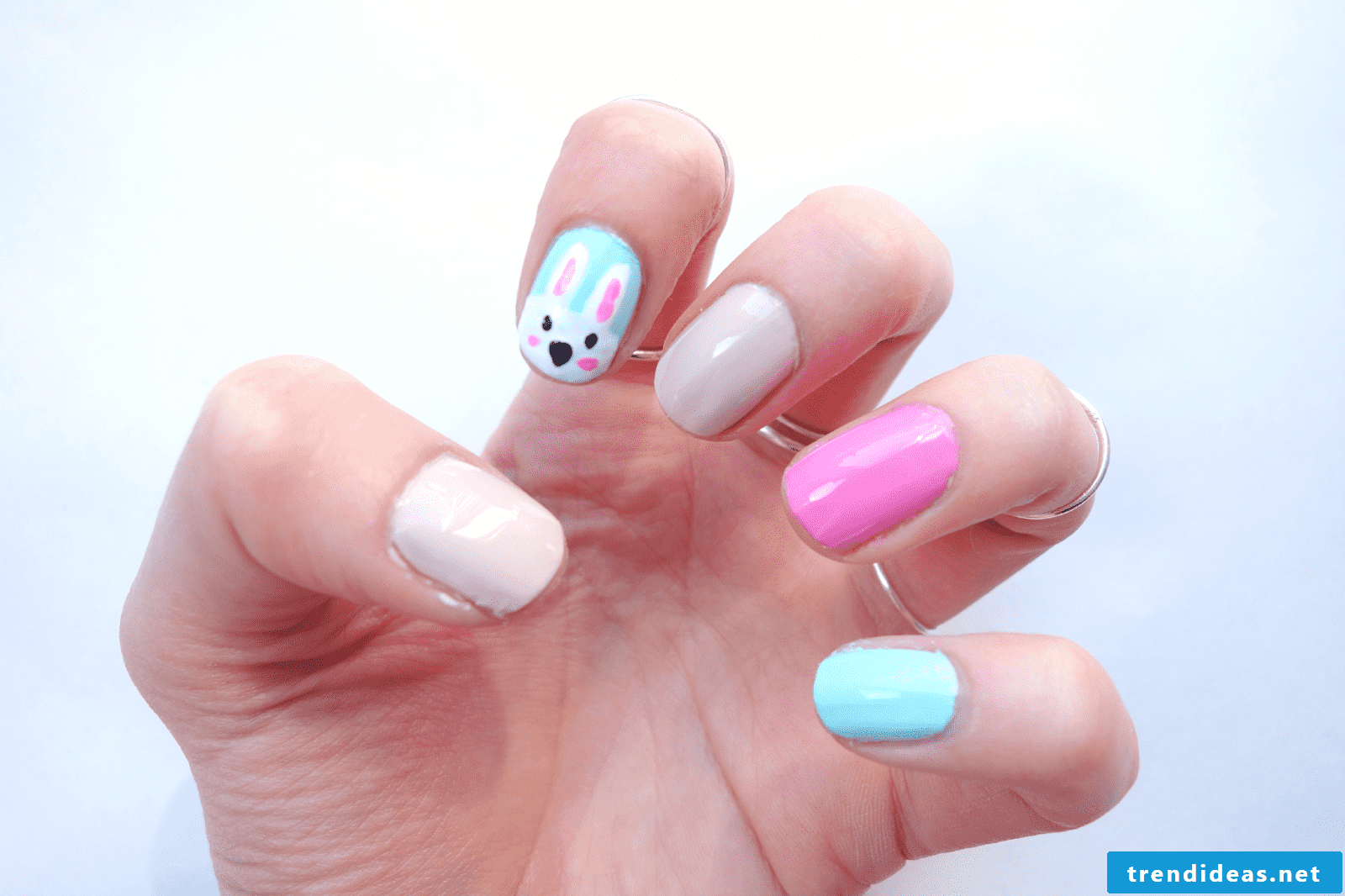 Easter 2018 on the hands - bunny nails design