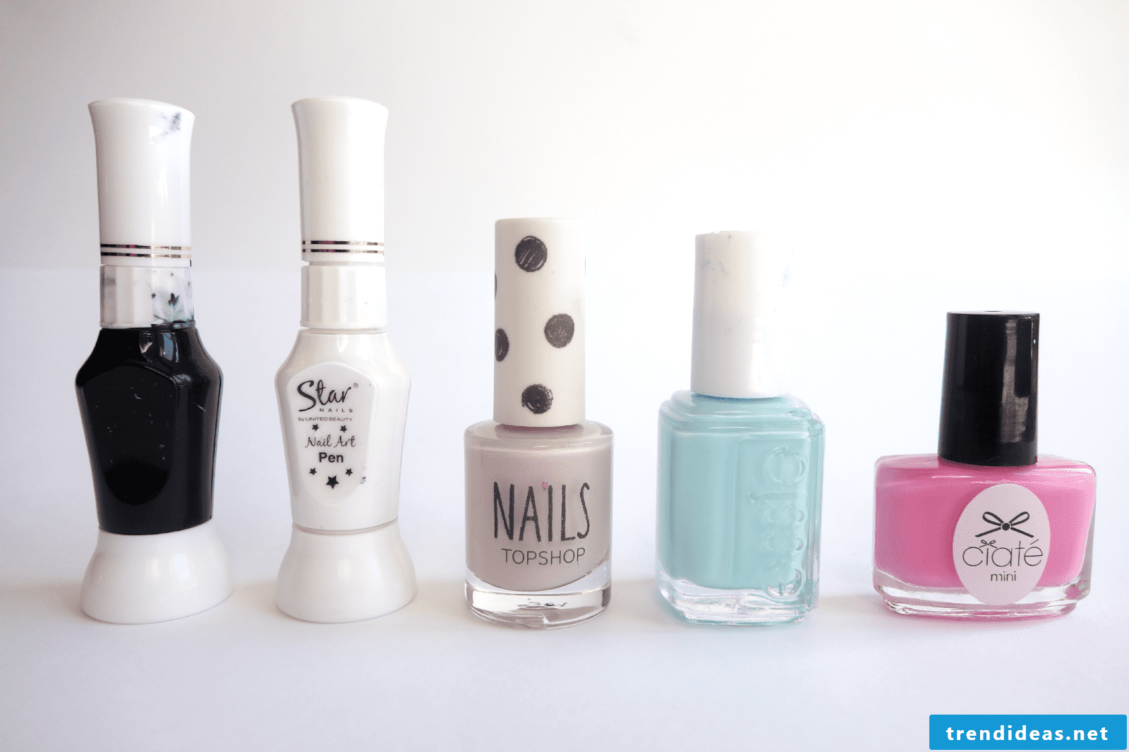 Easter 2018 on the hands - bunny nail art design instruction