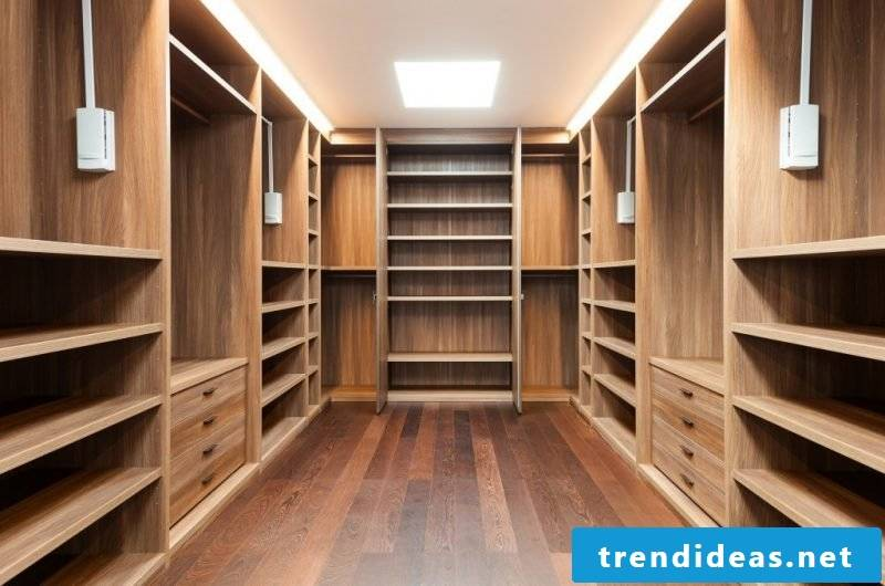 Built-in wardrobe in the dressing room
