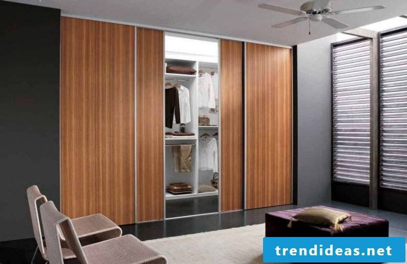 Built-in wardrobe made of wood