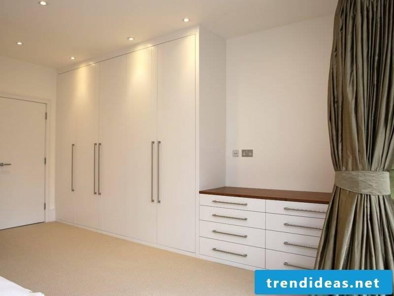 Built-in wardrobe hallway