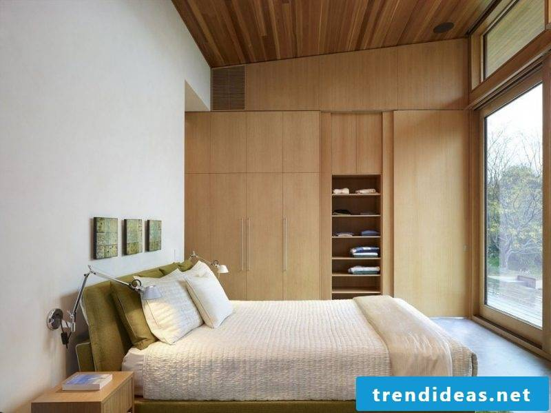 Built-in wardrobe in the small bedroom
