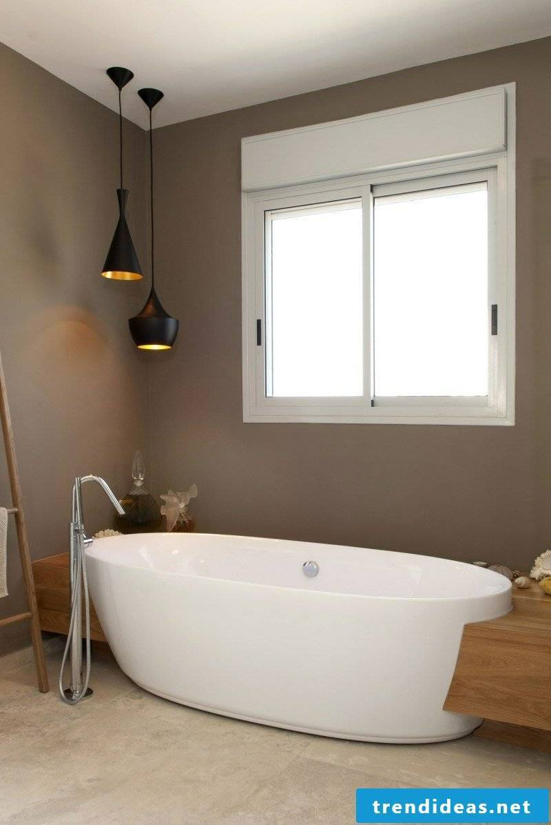 Taupe wall paint in the bathroom