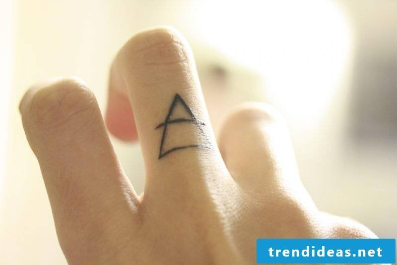 Finger tattoo triangle