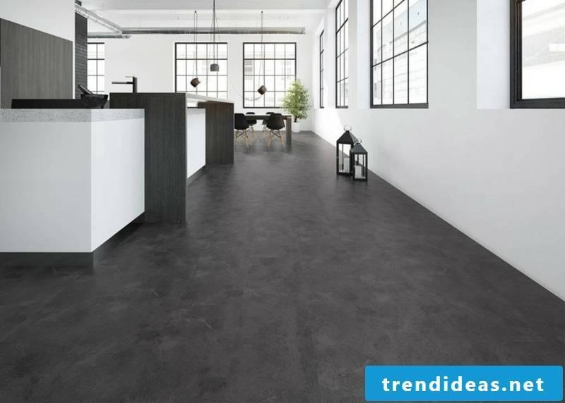 Wonzimmer with hard flooring