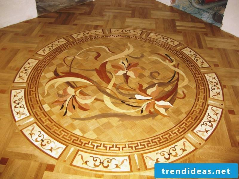 Parquet with a flower in the center