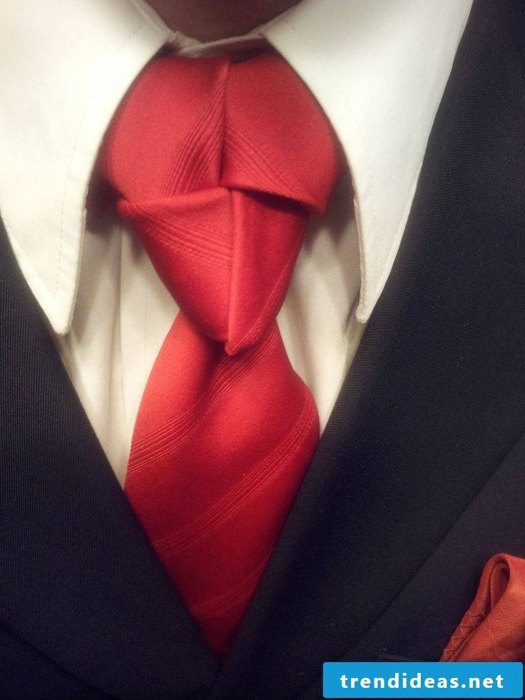 Spectacular tie knots and instructions