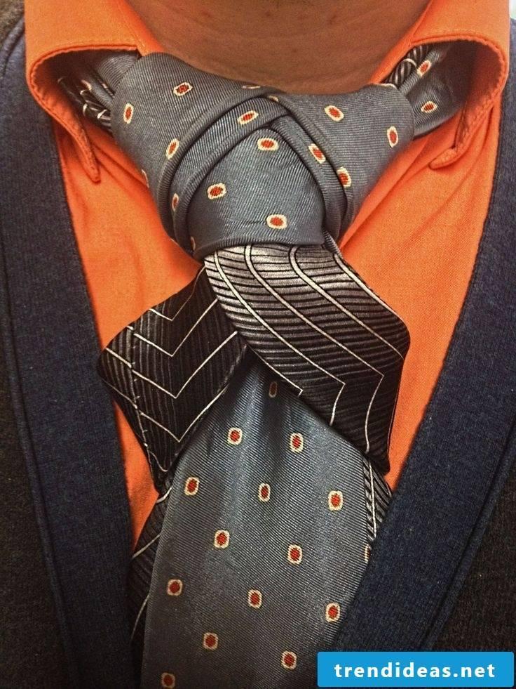 How do you tie a unique tie knot?
