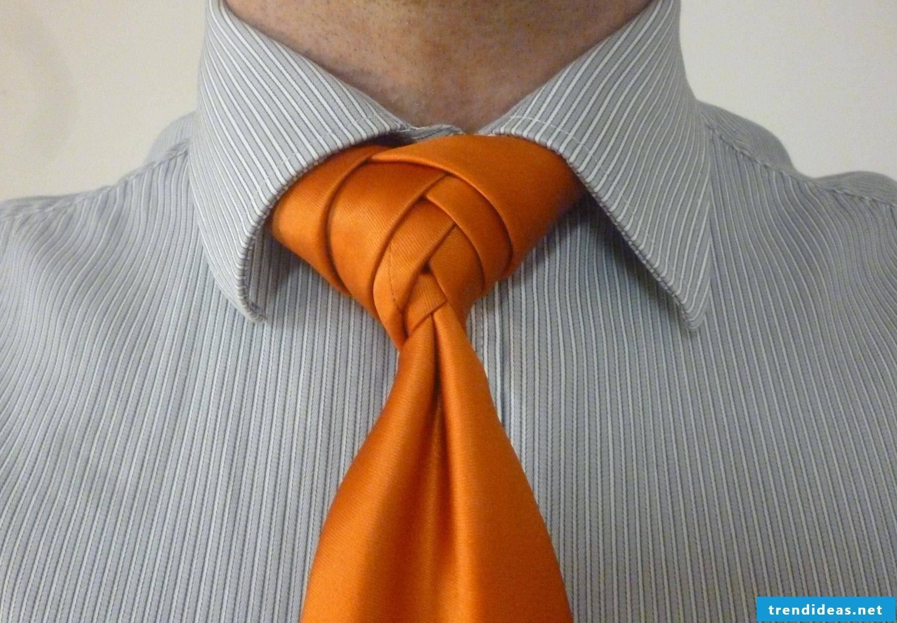 How do you tie a tie?