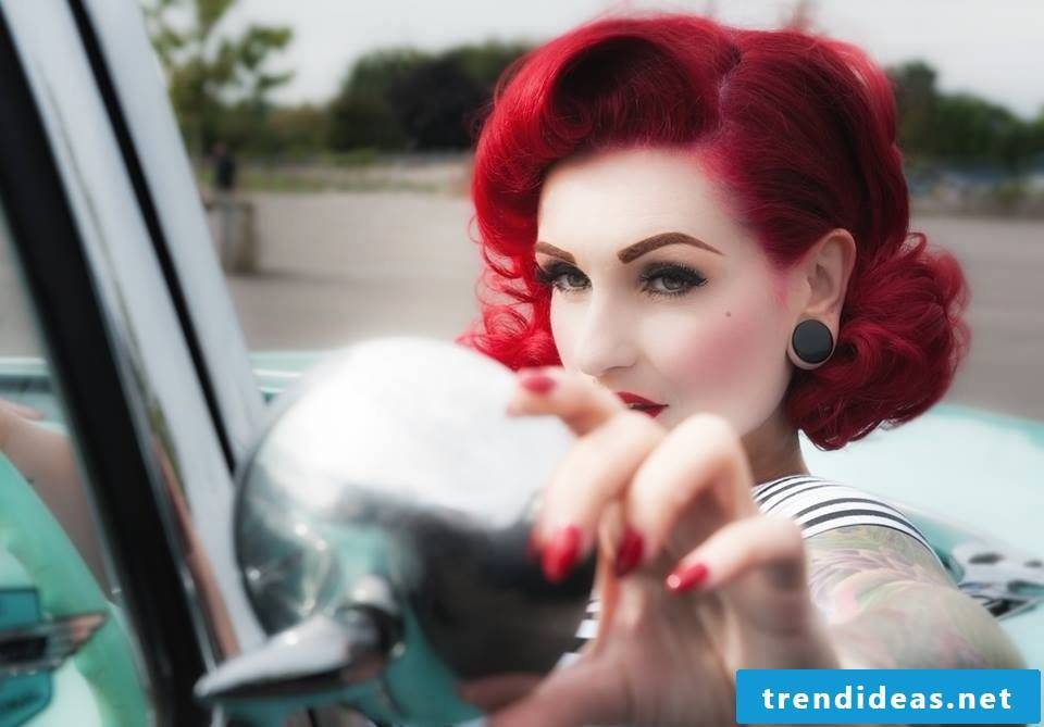 Want a rockabilly hairstyle on your head? Read some helpful tips and ideas to look like a rock icon.
