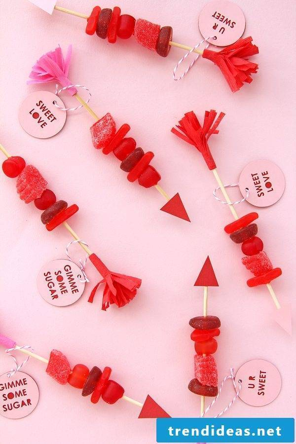 Make candy skewers yourself