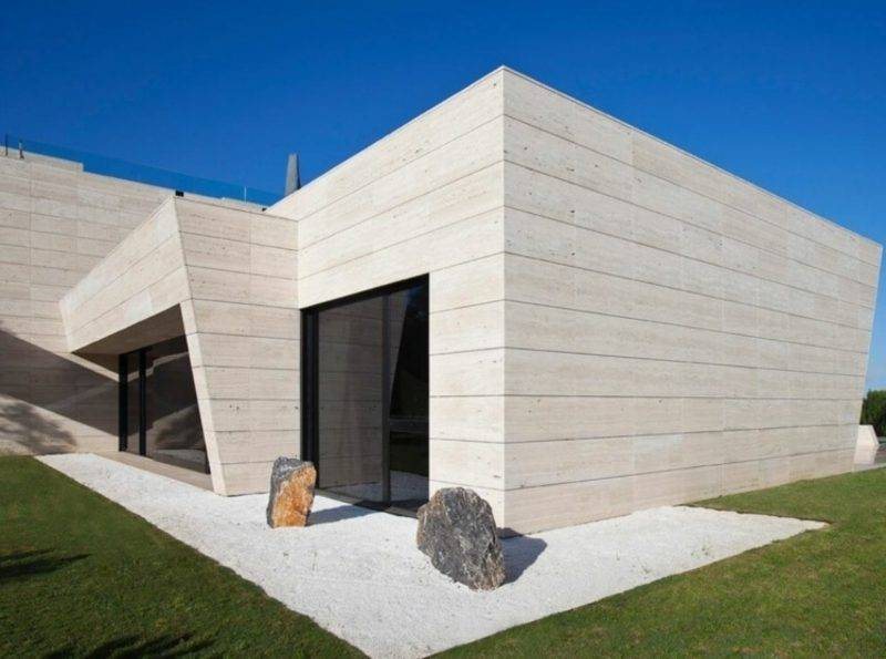 Travertine tiles as cladding of the facade