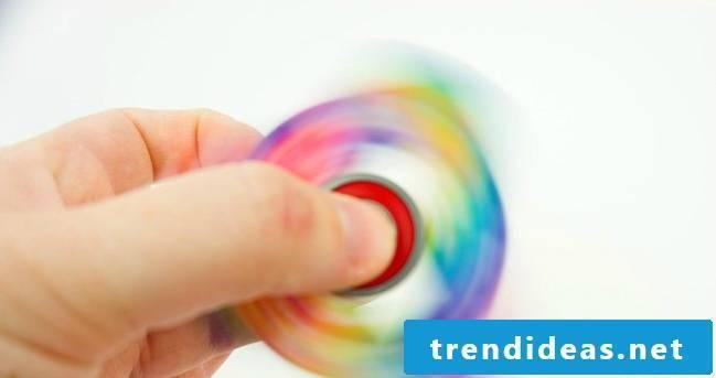 Make fidget paper spinners