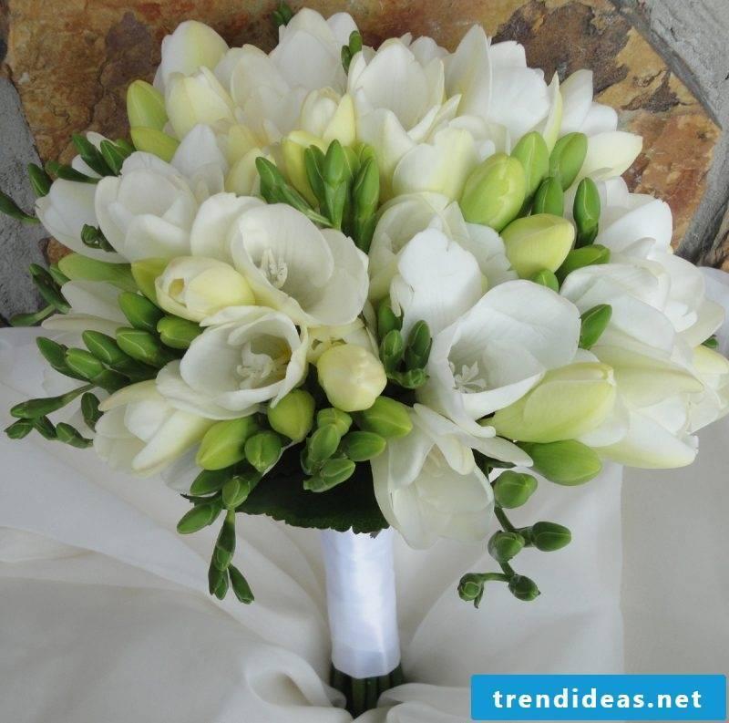 wedding flower arrangements white