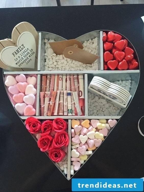 Money fold heart - wedding gift money