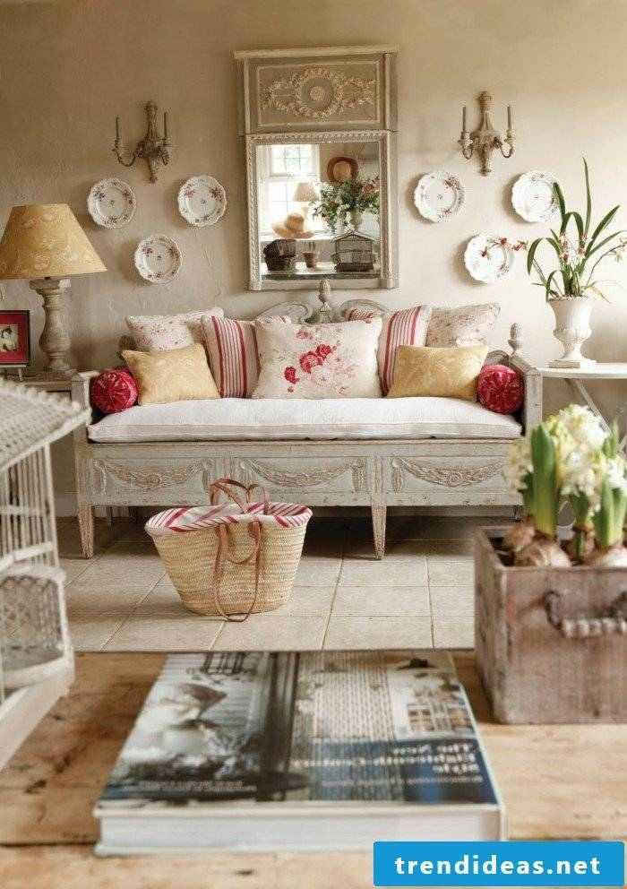 A shabby chic touch in home décor suits everyone who ...