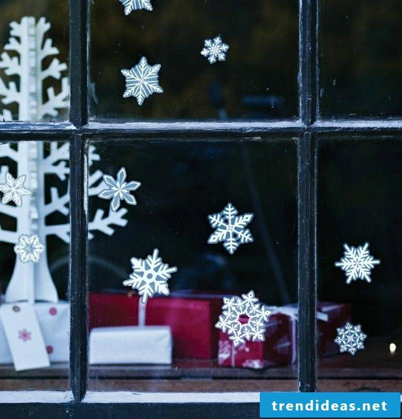 Window pictures to Christmas snowflakes