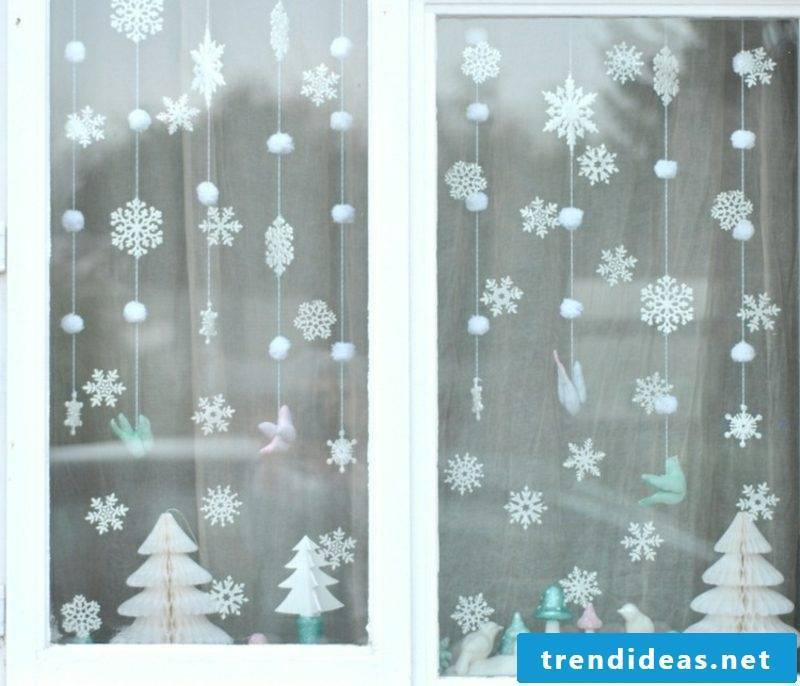 enchanting window pictures for Christmas snowflakes made yourself