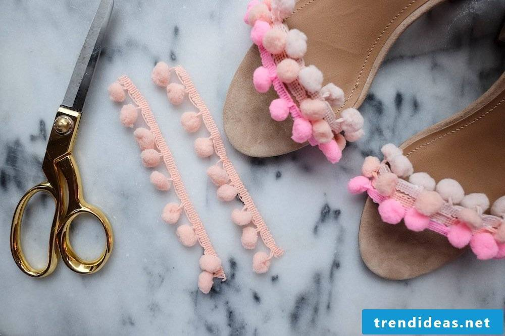 How do you spice up your old women's shoes with pompoms?
