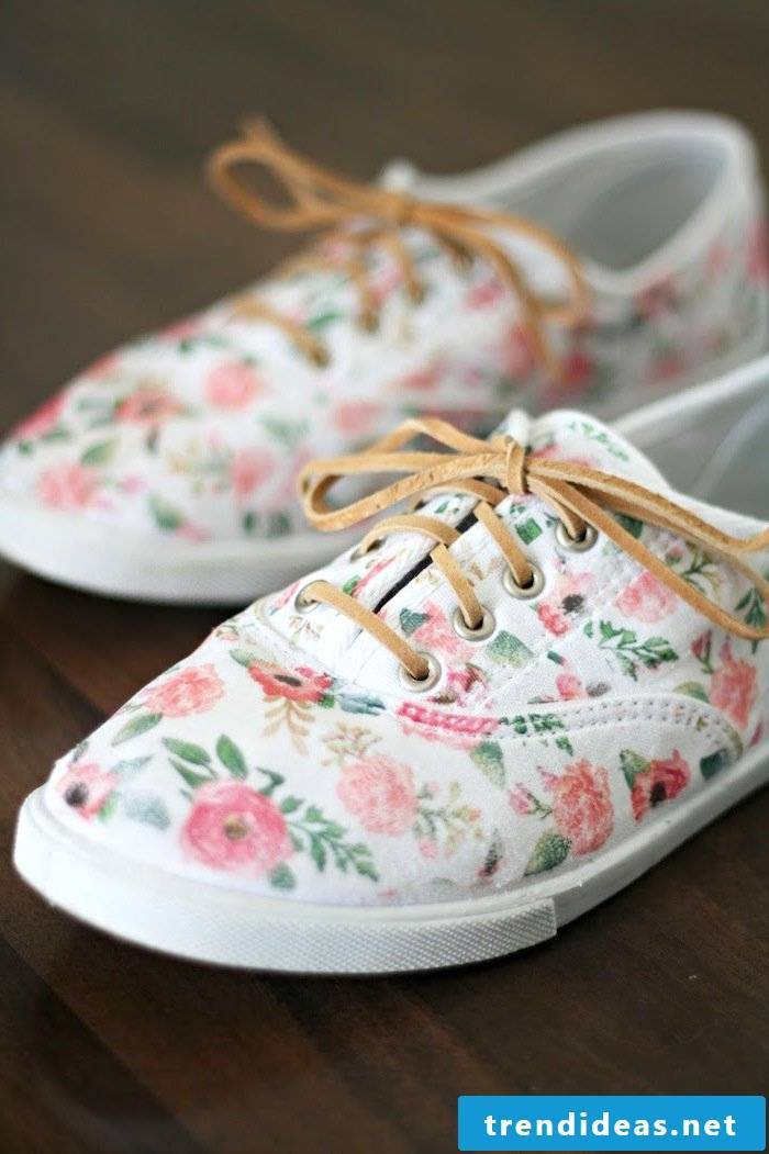 DIY instructions for women's shoes - The new look of the sneakers after the spice up