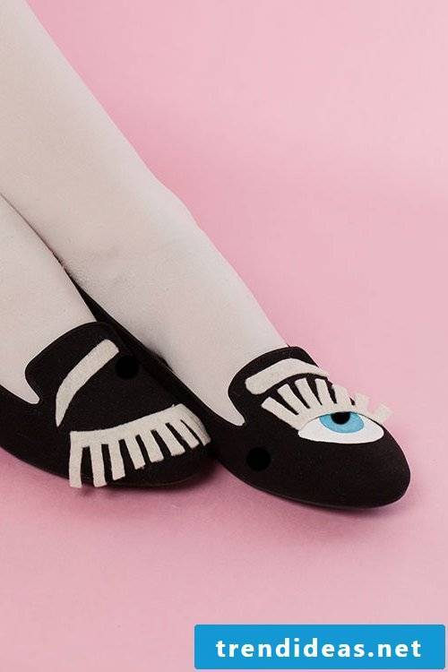 Stroll with the eyelashes of your ladies shoes