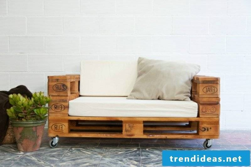 Two-seater sofa in Euro pallets original look