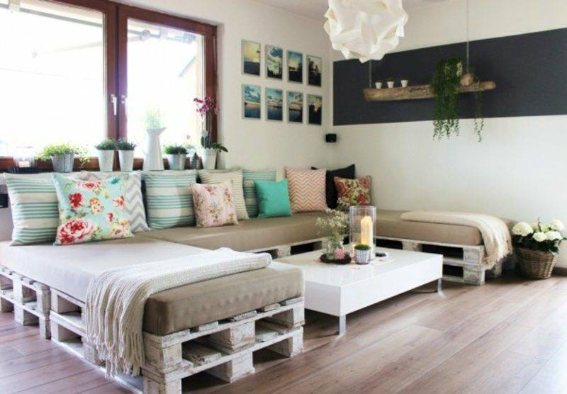 Pallet sofa long comfortably built by yourself