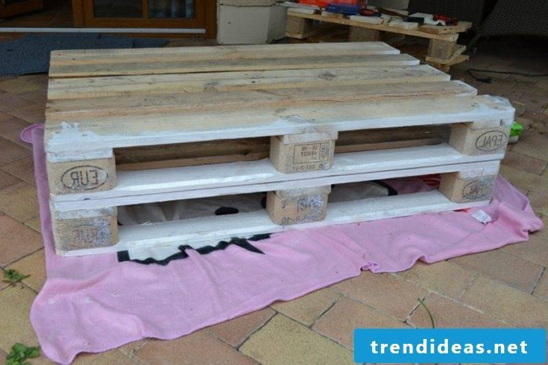 Build a pallet sofa to get the materials
