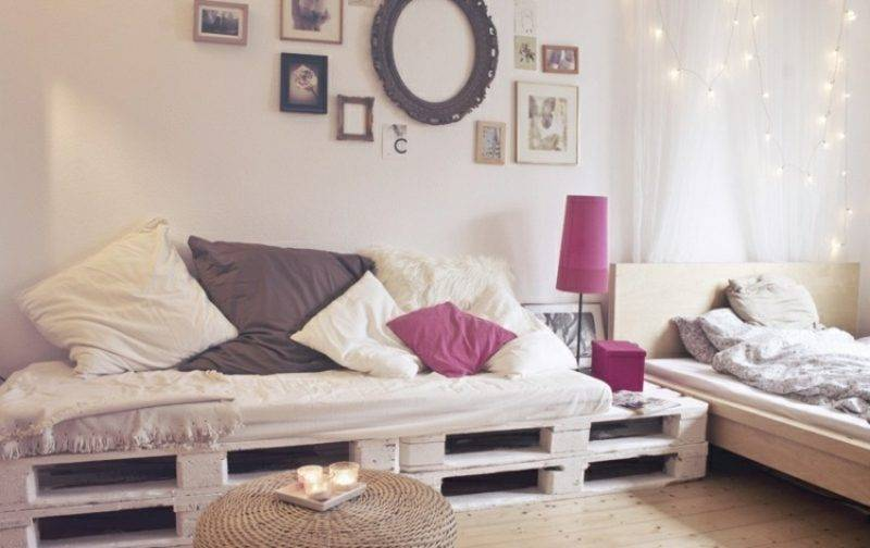 Pallet sofa Living room, decorated in pastel colors