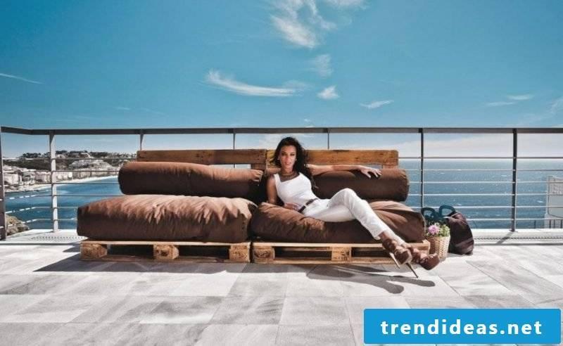 DIY pallet sofa big and comfortable
